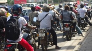 Le port des casques est nécessaire pour la protection des motocyclistes. Crédit photo: www.frerebenoit.net