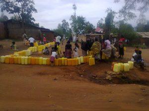 L'acces à l'eau potable est encore une peine à l'est de la RDC. Credit photo: Jeunes Reporters de l'Ituri