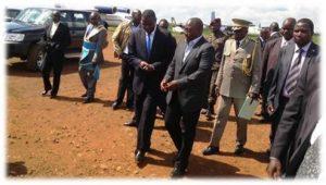 Joseph Kabila accueilli au pied de l'avion par Julien Paluku. Photo: Magloire Paluku