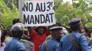 Manifestant opposé au 3eme mandat du président Pierre Nkurunziza à Bujumbura. Crédit: francais.rt.com