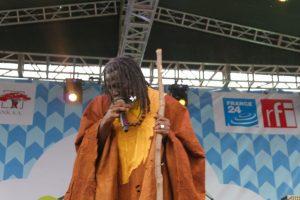 Tiken Jah Fakoly en prestation au Festival Amani à Goma le 17 Février 2015. Photo: Charly Kasereka