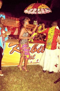 Roselyne Mbiya s'est alliée aux jeunes talents locaux pour la réussite de la soirée. Photo: Roselyne Mbiya